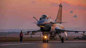 J-10 fighter jets execute routine patrol mission